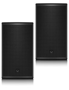 2 actieve speakers op statief.